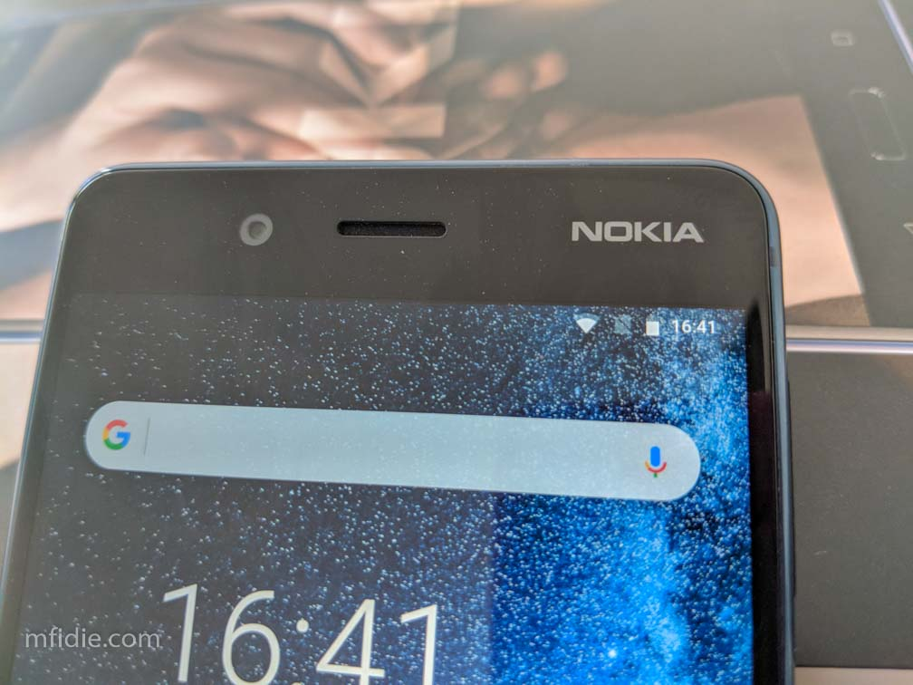 The 13 MP Camera on the Nokia 8 is very noticeable on the front panel.